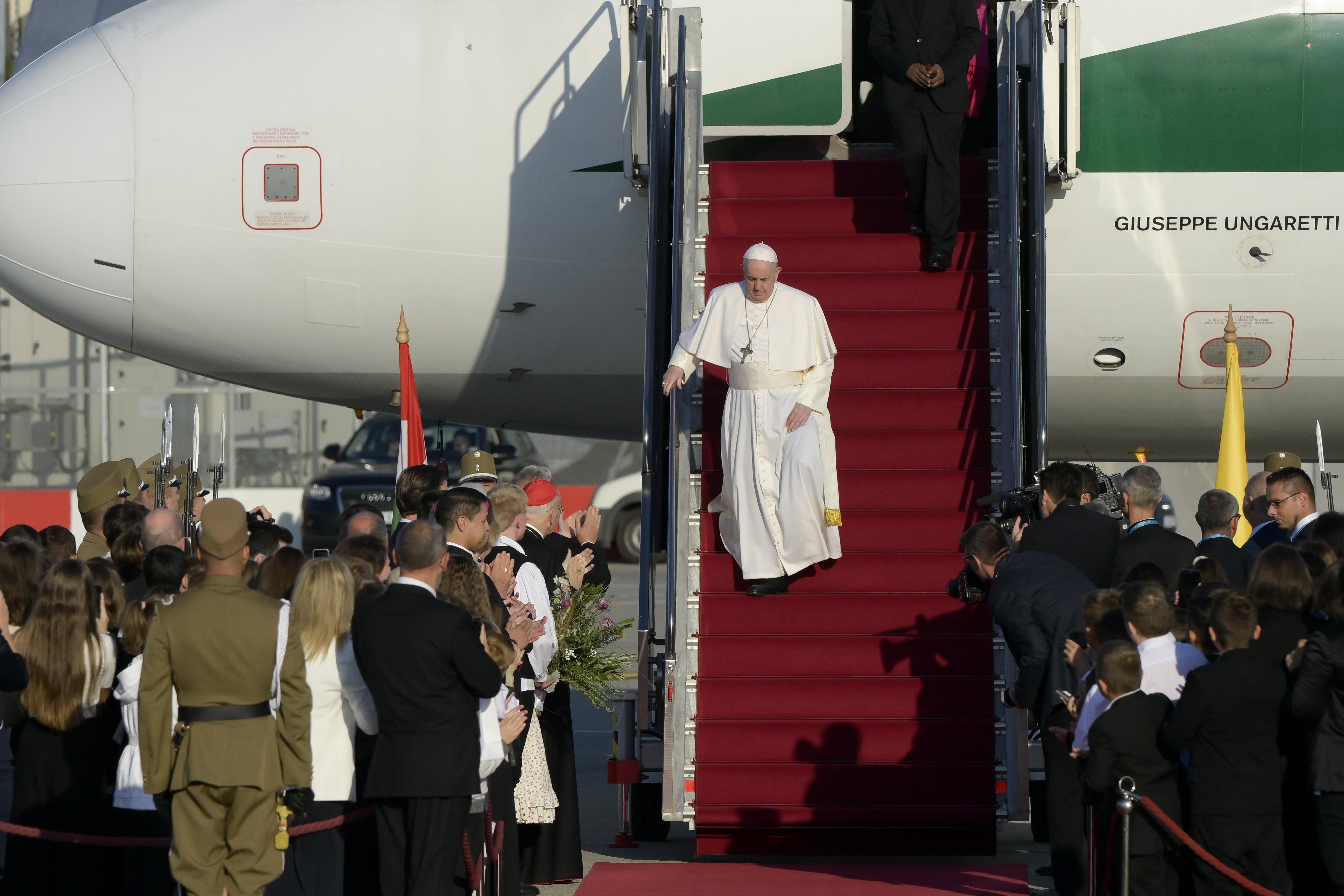 Így érkezett meg Budapestre Ferenc pápa