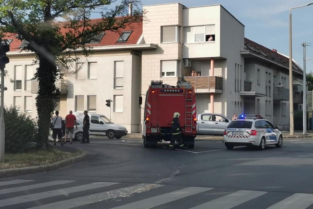 Baleset történt a Vörösmarty és a Semmelweiss utca kereszteződésénél Szombathelyen